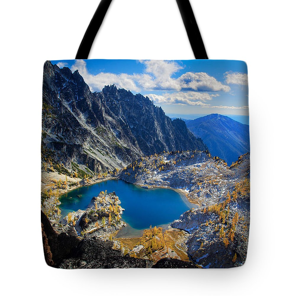 Alpine Lakes Wilderness Tote Bag featuring the photograph Crystal Lake by Inge Johnsson