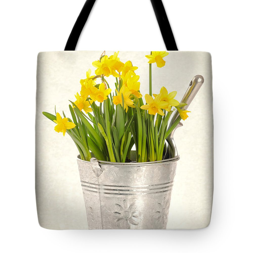 Spring Tote Bag featuring the photograph Daffodils by Amanda Elwell