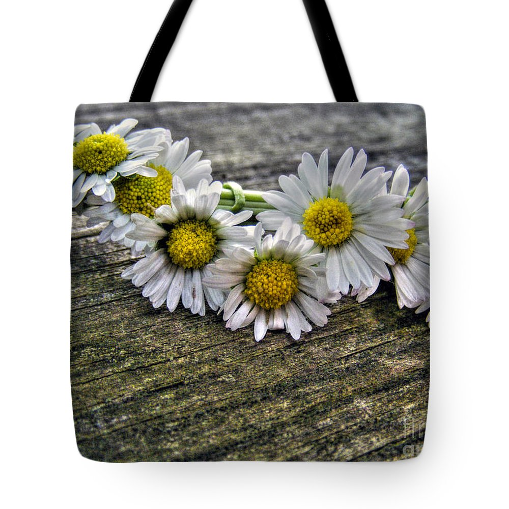 Daisies Tote Bag featuring the photograph Daisies In Wreath by Nina Ficur Feenan