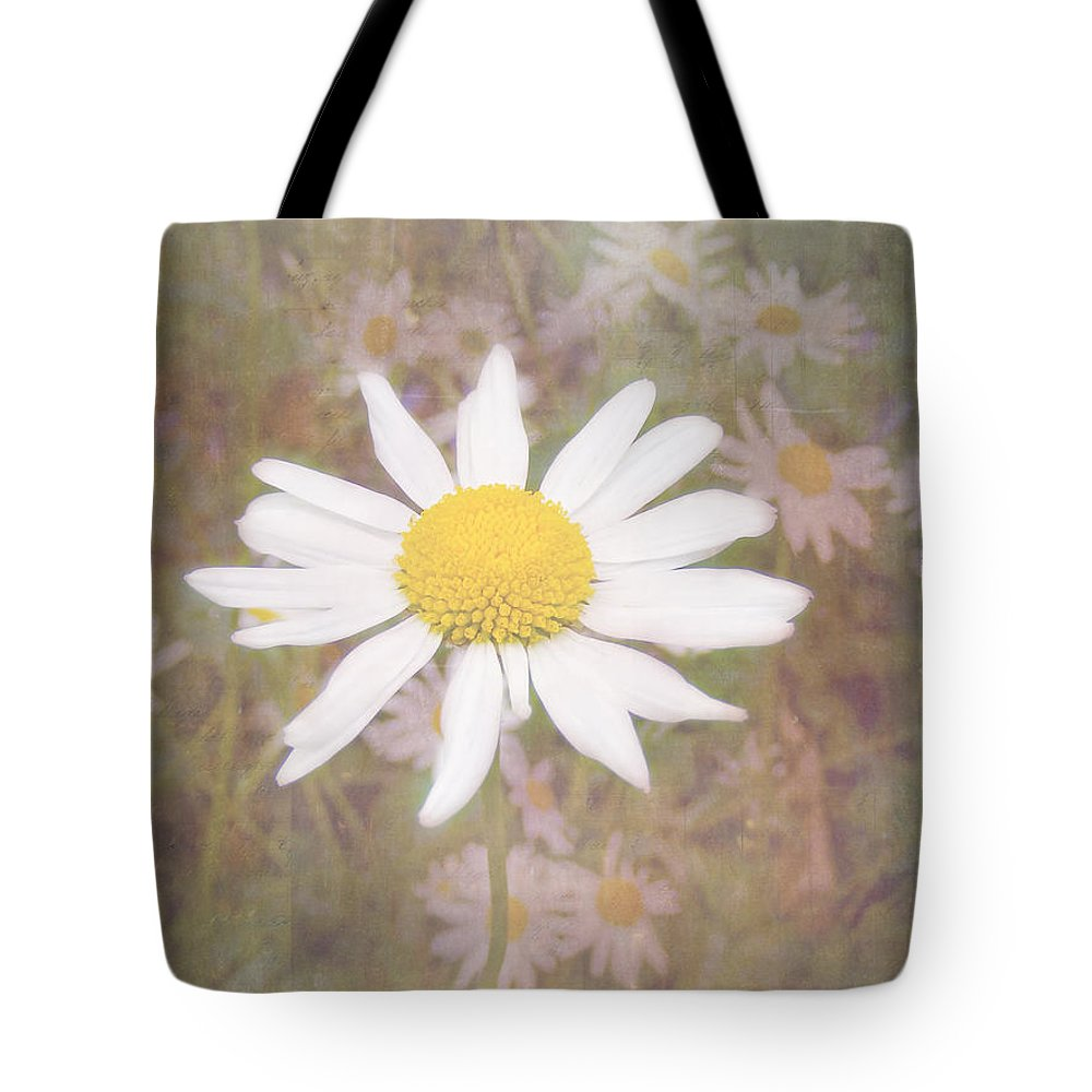 Daisy Textured Tote Bag featuring the photograph Daisy Textured by Cynthia Woods