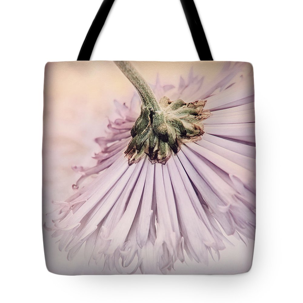Floral Tote Bag featuring the photograph Danseuse by Darlene Kwiatkowski