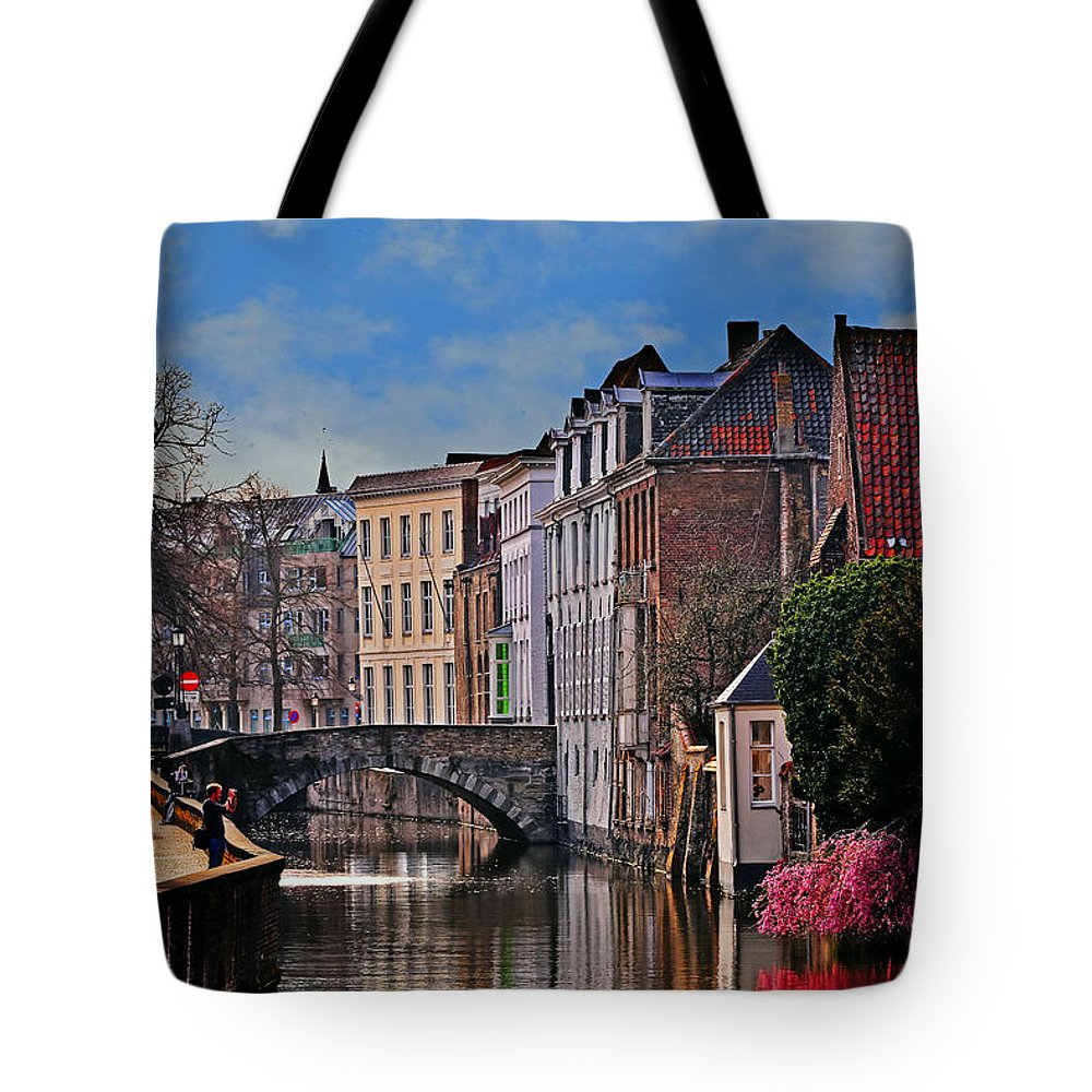 Travel Tote Bag featuring the photograph Dawn In Bruges by Elvis Vaughn