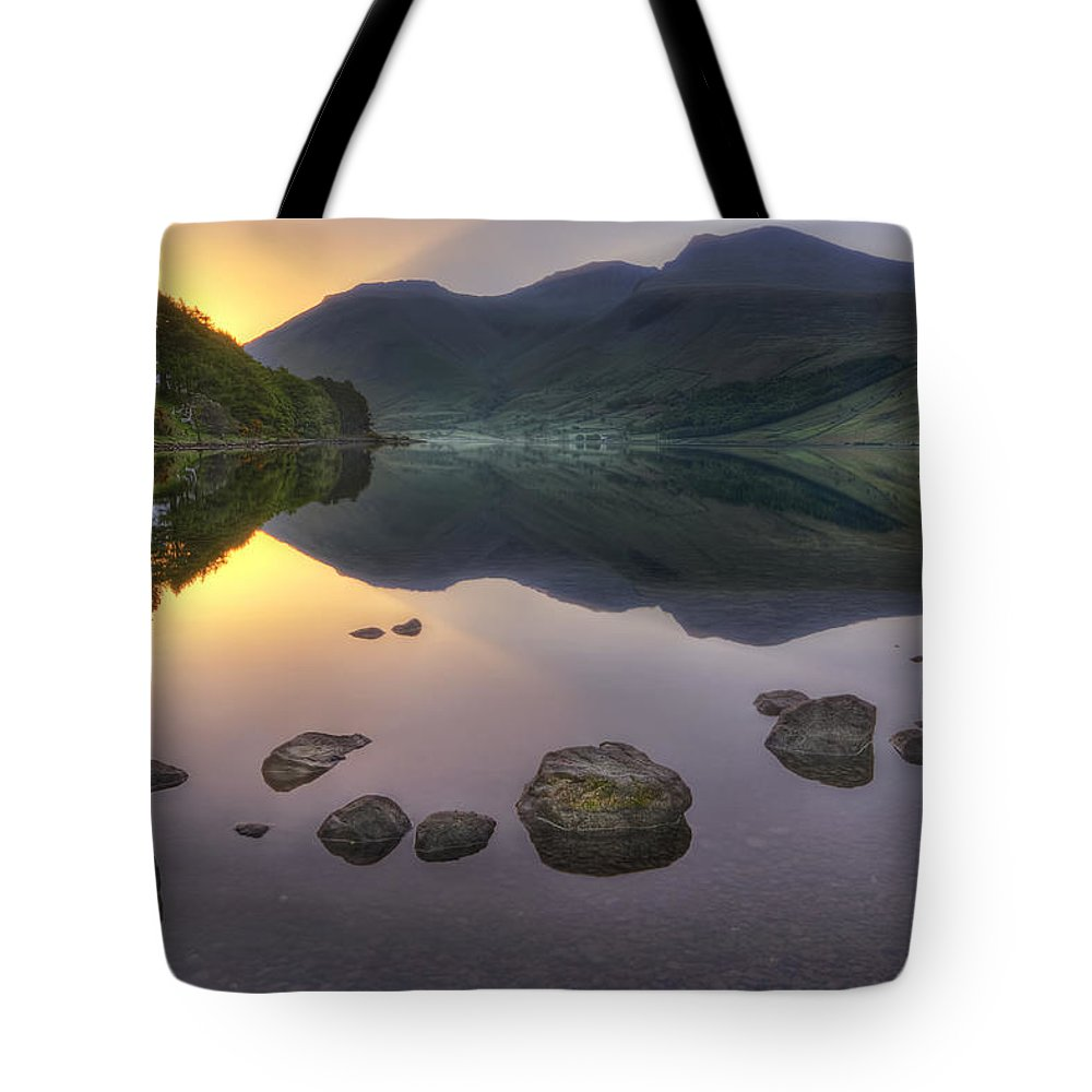 Wasdale Tote Bag featuring the photograph Dawn Of A New Day by Evelina Kremsdorf