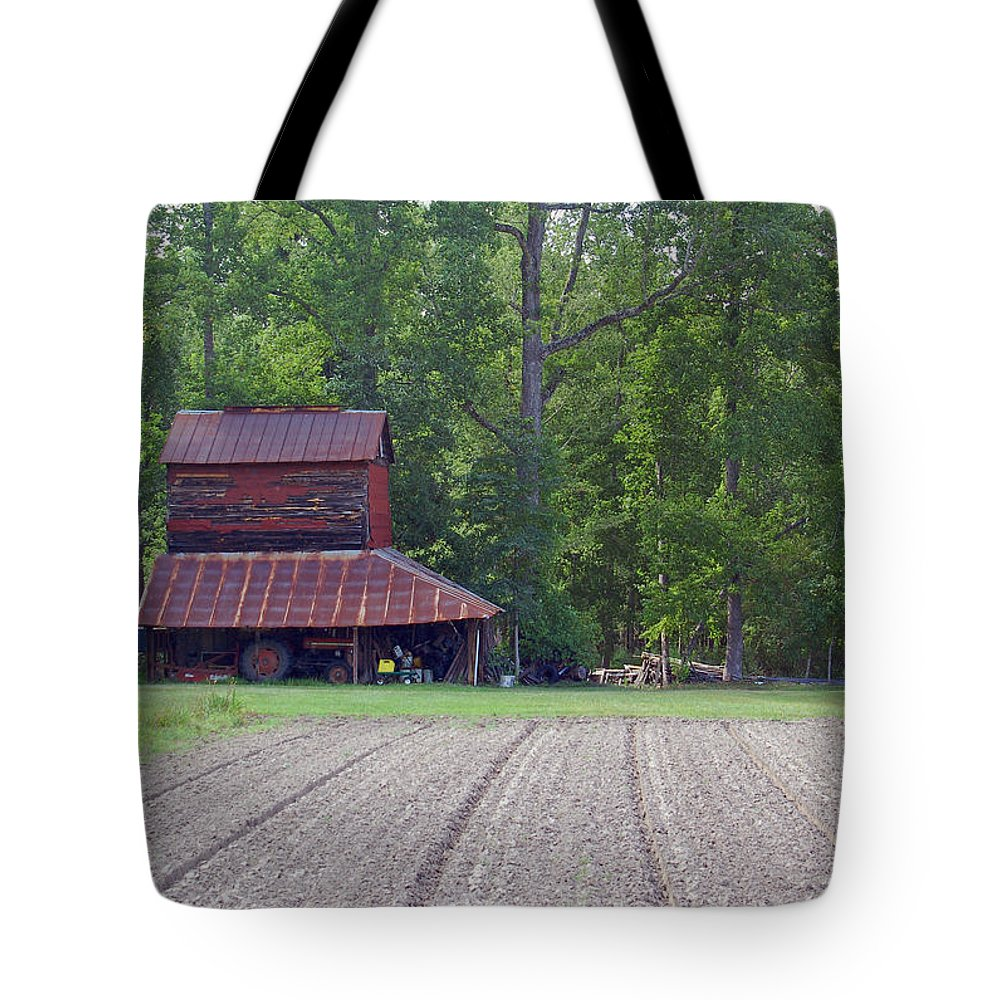 Tobacco Barn Tote Bag featuring the photograph Days Gone By--tobacco Barn Series by Suzanne Gaff