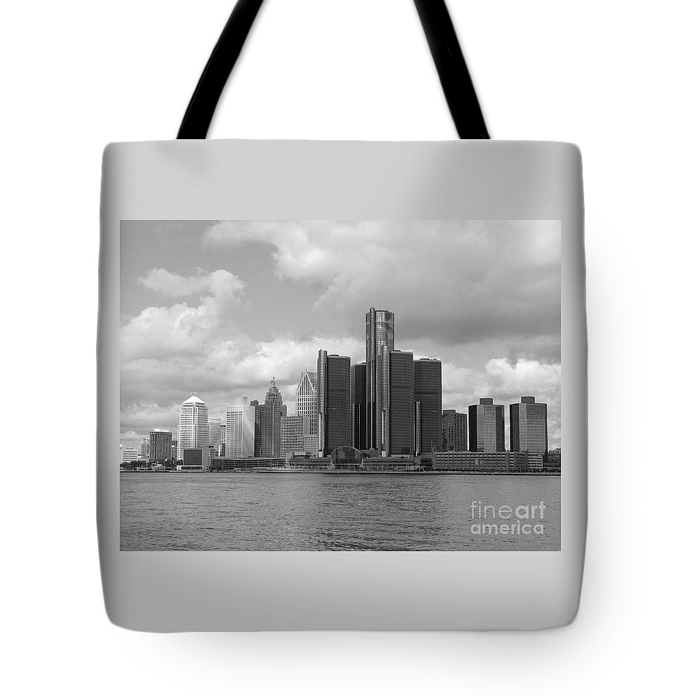 Detroit Tote Bag featuring the photograph Detroit Skyscape by Ann Horn