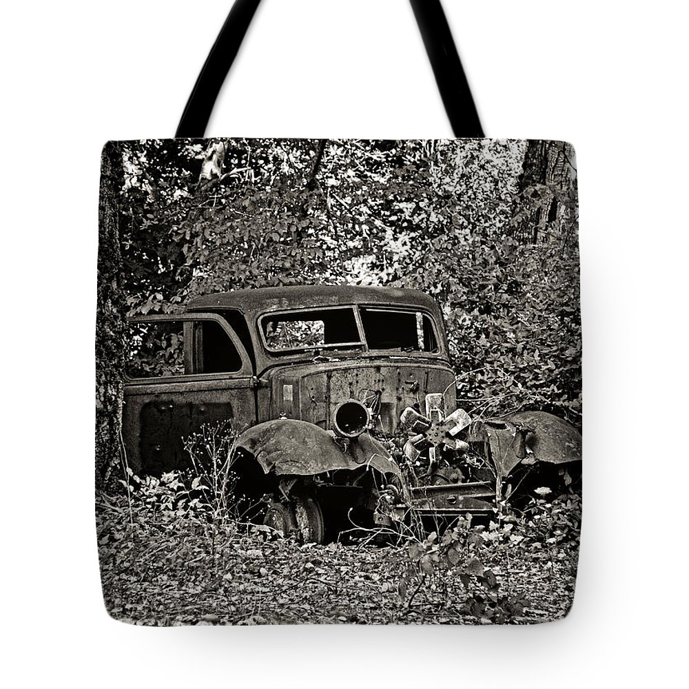 Old Truck Tote Bag featuring the photograph Diamond T by Betty Depee