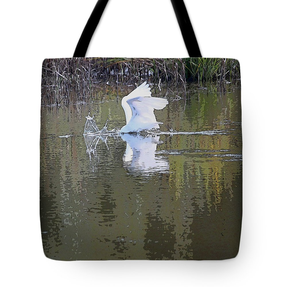 Egret Tote Bag featuring the photograph Diving For Dinner by Suzanne Gaff