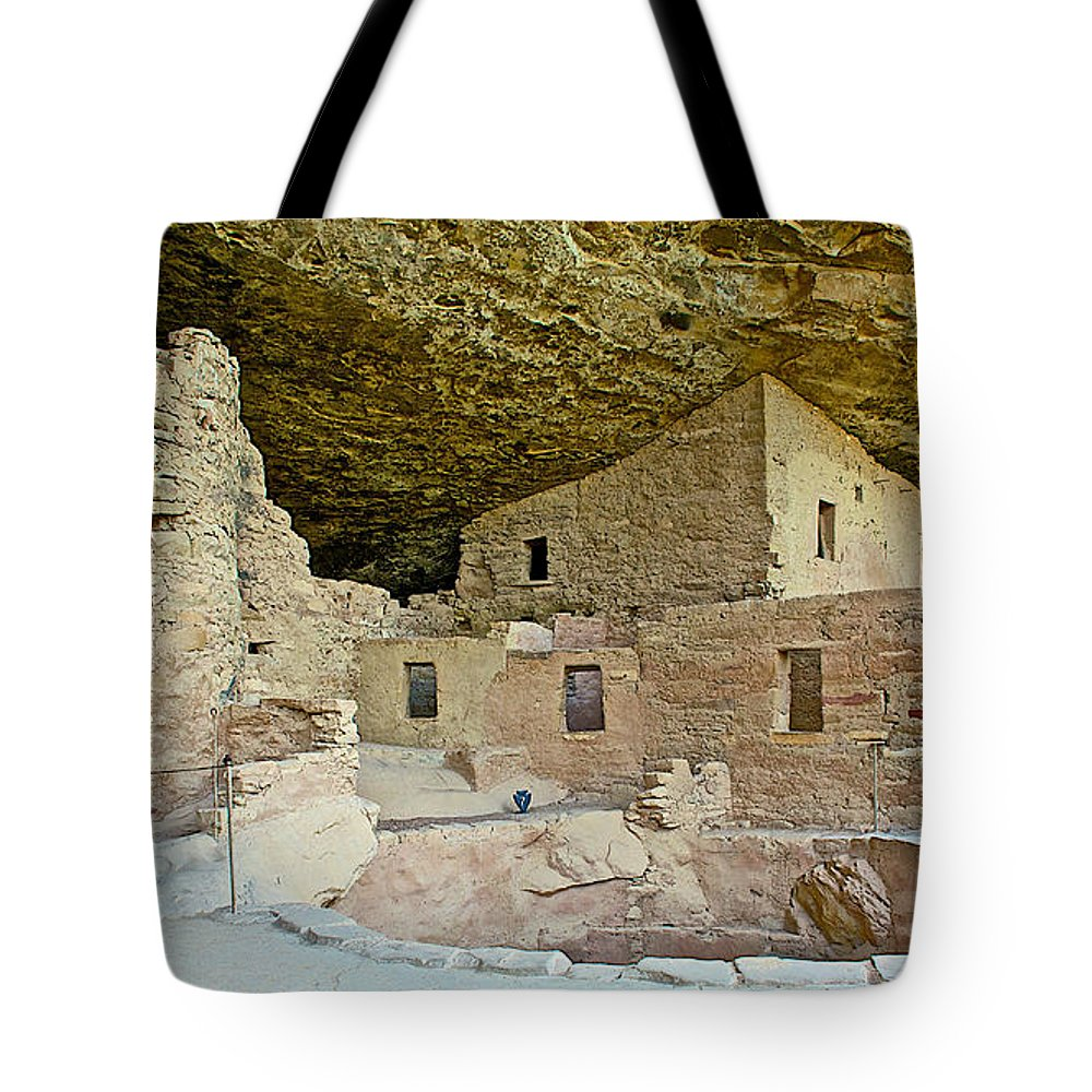 Dwellings In Spruce Tree House On Chapin Mesa In Mesa Verde National Park Tote Bag featuring the photograph Dwellings In Spruce Tree House On Chapin Mesa In Mesa Verde National Park-colorado by Ruth Hager