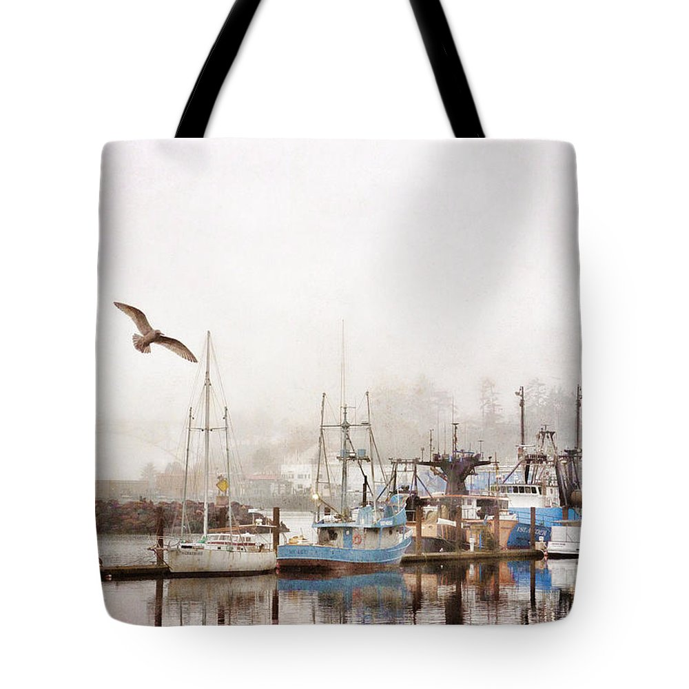 Pacific Tote Bag featuring the photograph Early Morning Newport Oregon by Carol Leigh
