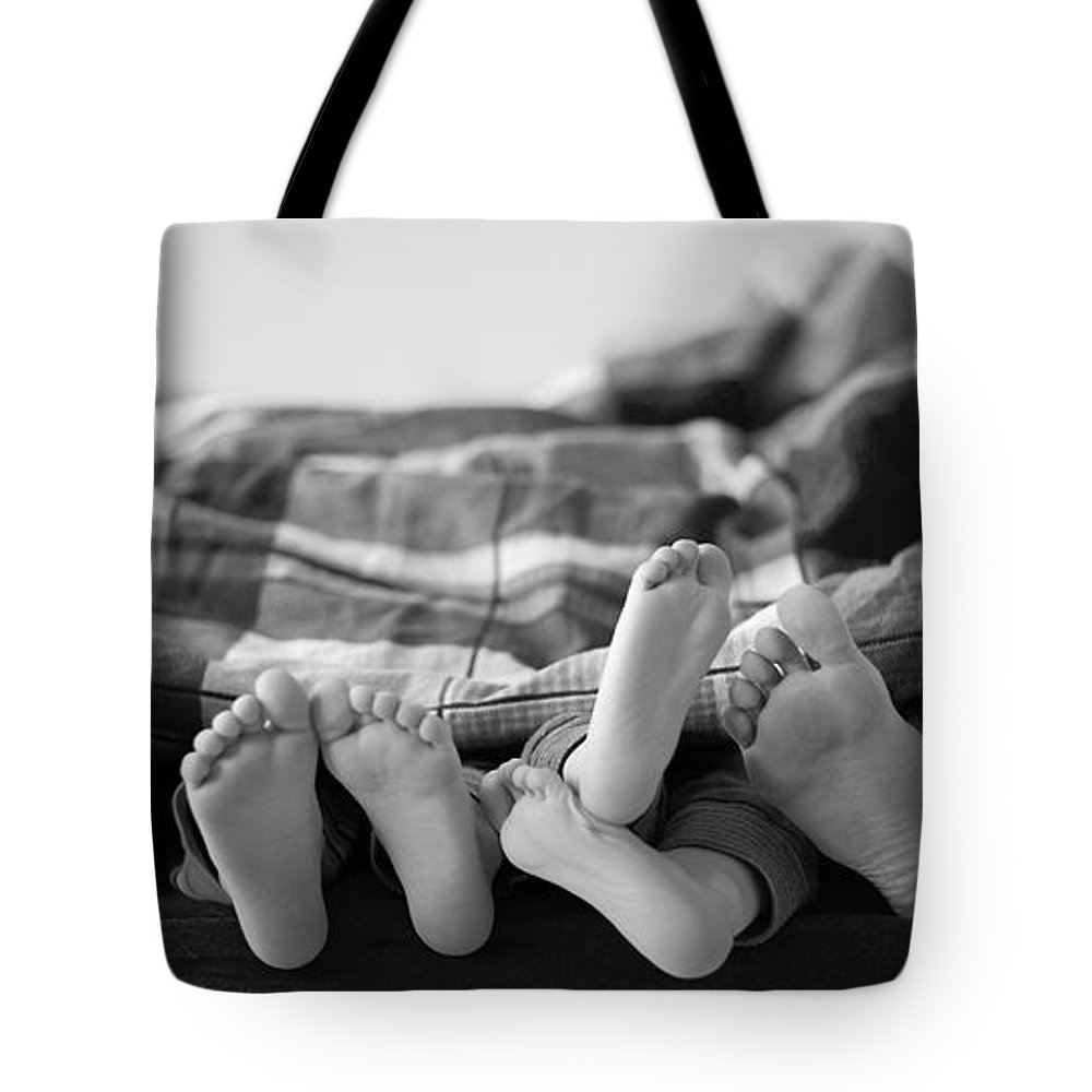 Mid Adult Women Tote Bag featuring the photograph Eight Human Feet by Christian Gstöttmayr