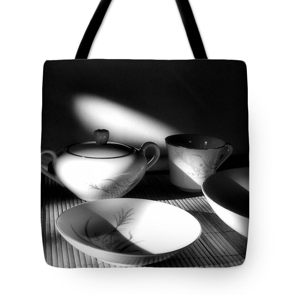 Elegant Tote Bag featuring the photograph Elegant by Tom Druin