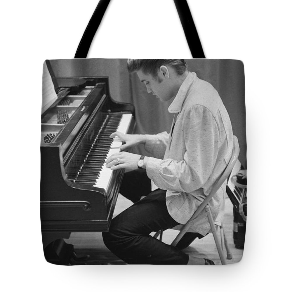 Perform Photographs Tote Bags