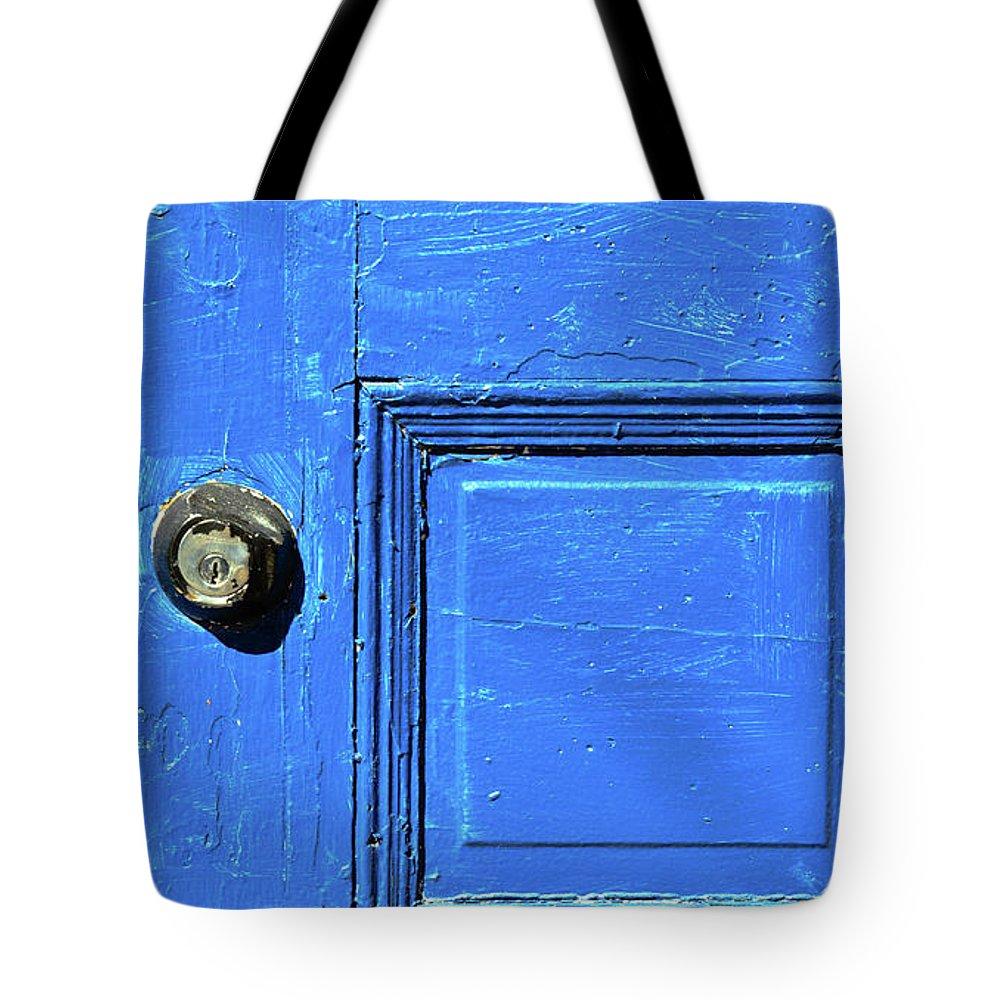 City Tote Bag featuring the photograph Entrance To Babylon by Bob Orsillo