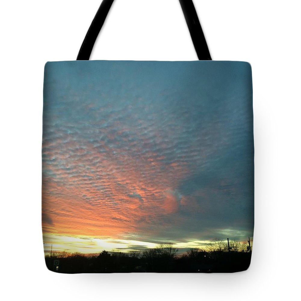 Sky Tote Bag featuring the photograph Evening Sky by Maneet Kaur