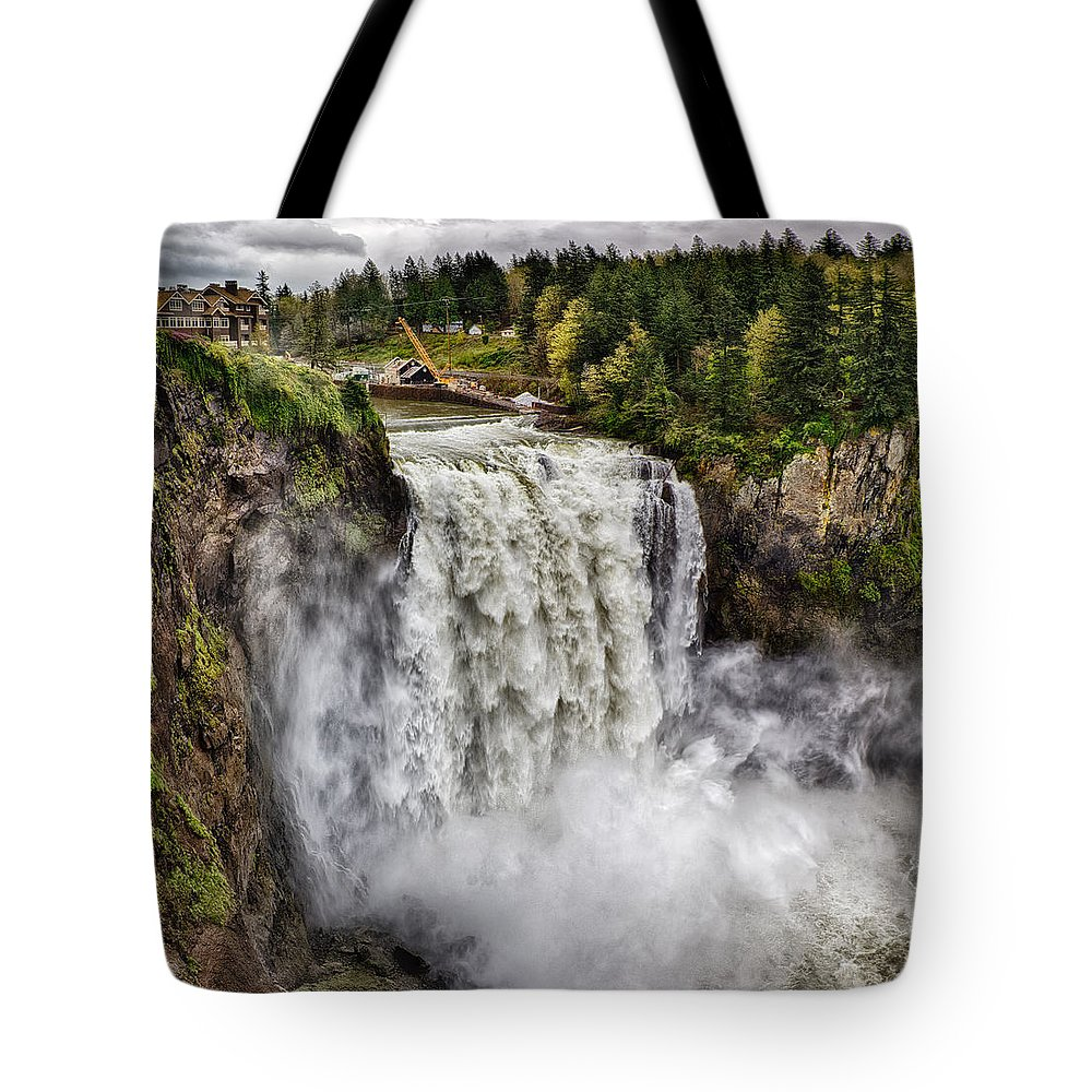 Snoqualmie Falls Washington State Panoramic Tote Bag featuring the photograph Falls In Love by James Heckt