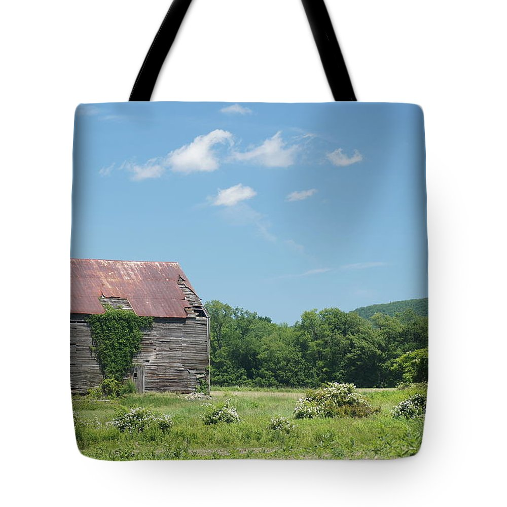 Barns Tote Bag featuring the photograph Farm House by Jeffery L Bowers