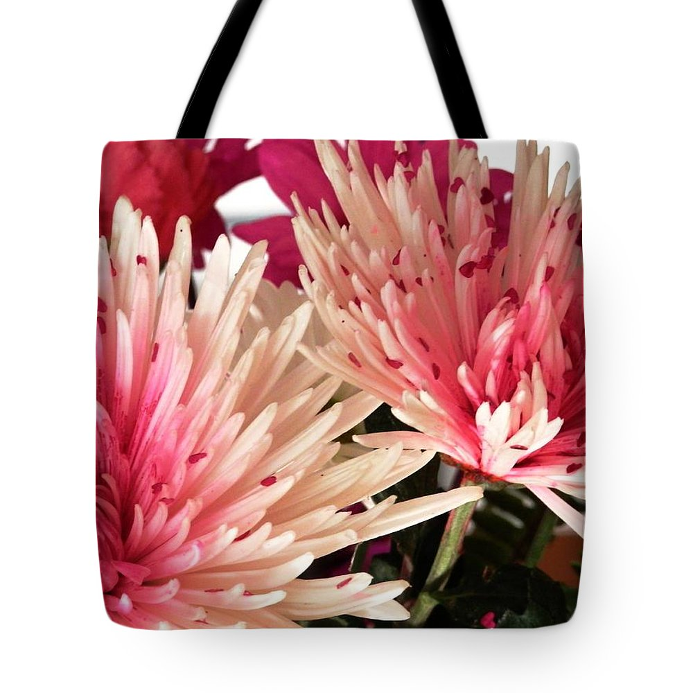 Feel The Love Card Of Blooming Tote Bag featuring the photograph Feel The Heart Felt Love by Belinda Lee