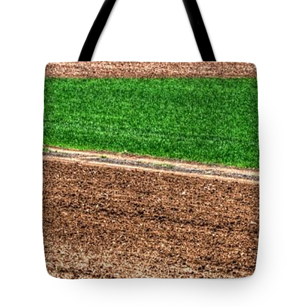 Ag Tote Bag featuring the photograph Field Of Green 14552 by Jerry Sodorff