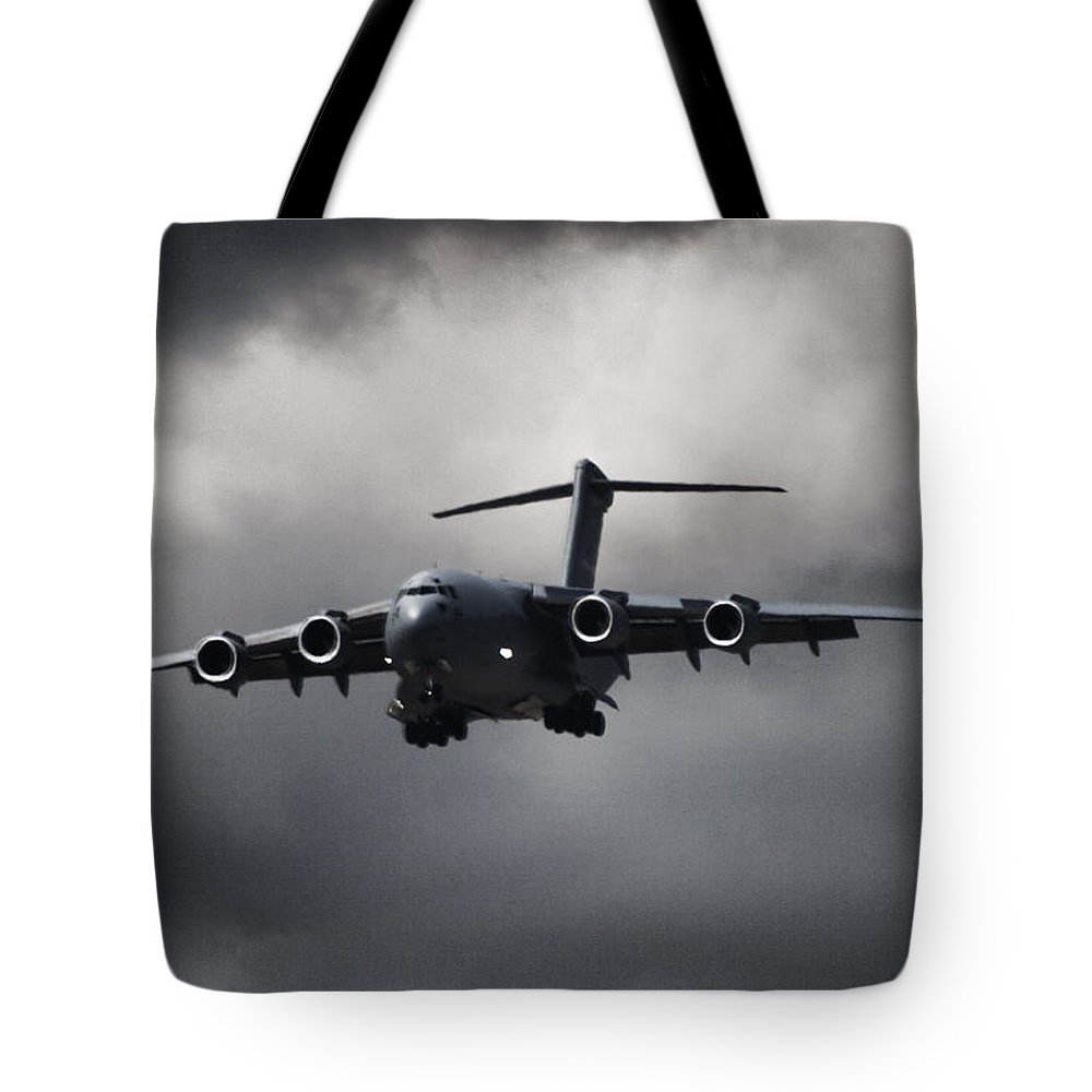 Boeing C-17 Globemaster Iii Tote Bag featuring the photograph Final Approach by Paul Job