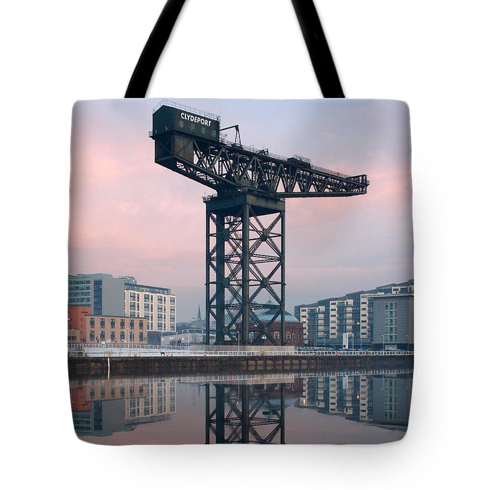 Glasgow Finnieston Crane Tote Bag featuring the photograph Finnieston Crane Reflections by Maria Gaellman