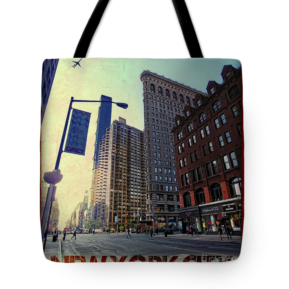 Flat Iron Building Tote Bag featuring the photograph Flat Iron Building Poster by Nishanth Gopinathan