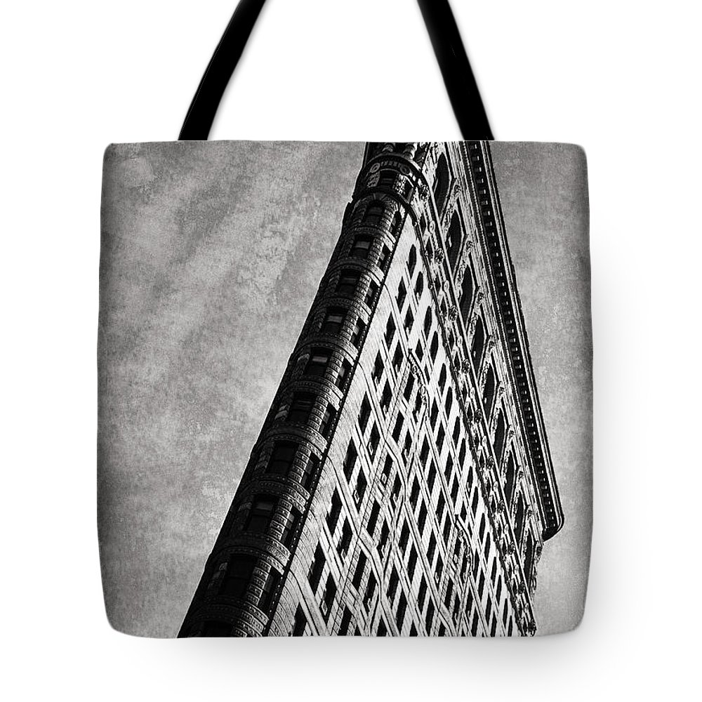 New York Tote Bag featuring the photograph Flatiron II by Bruce Bain