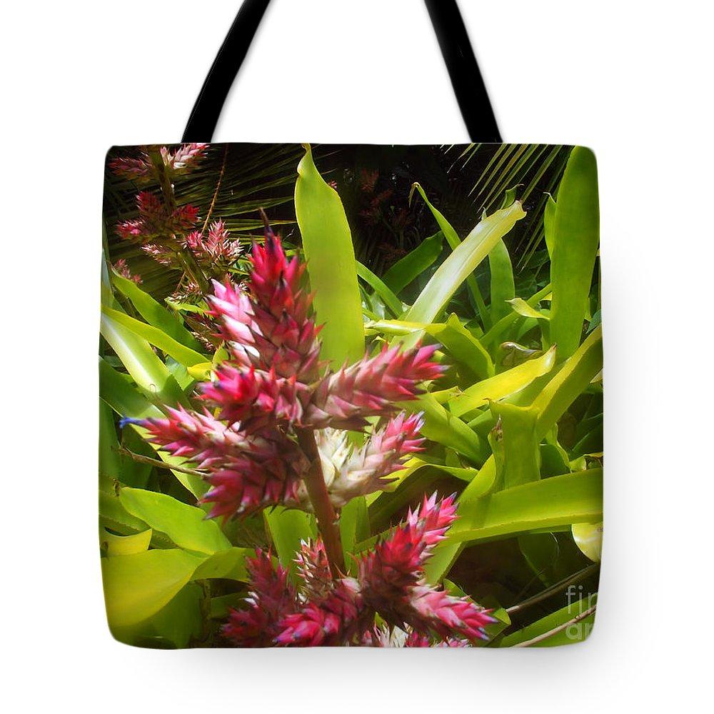 Bush Tote Bag featuring the photograph Florida Beauty by Jennifer Lavigne