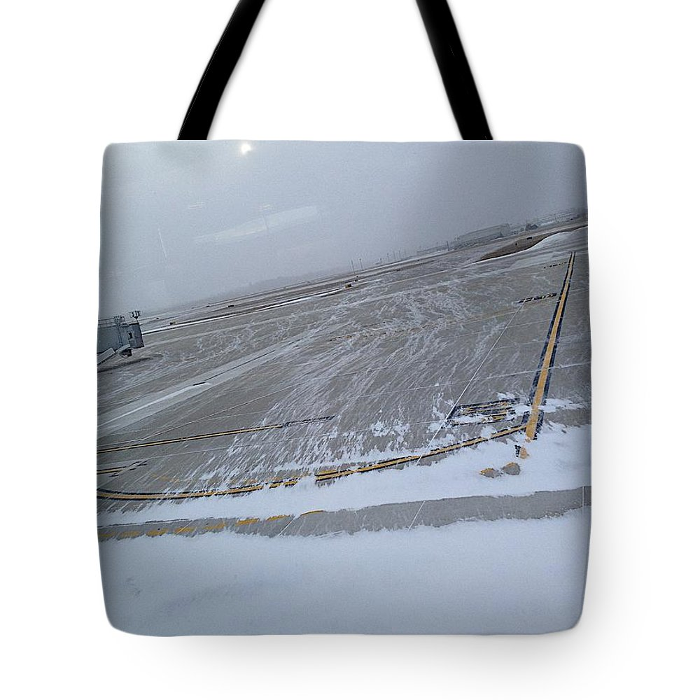 Airplanes Tote Bag featuring the photograph Florida by Joseph Yarbrough
