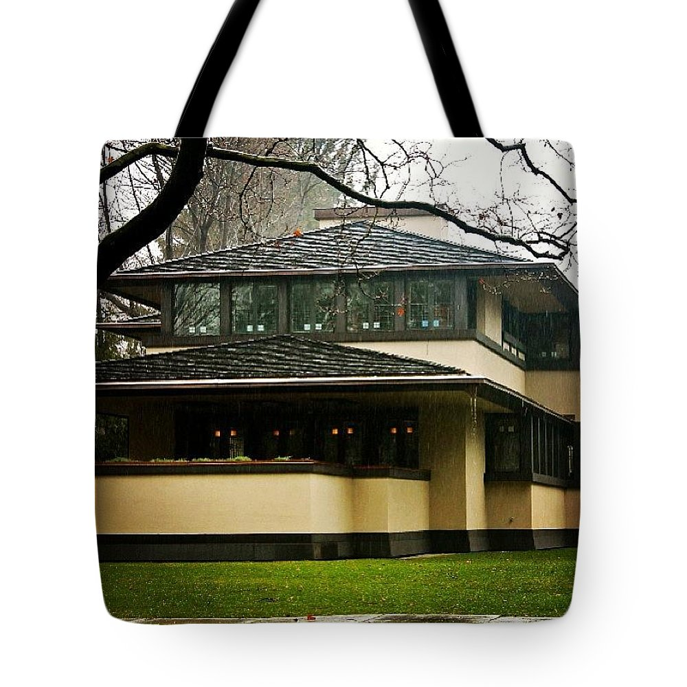 Frank Lloyd Wright Tote Bag featuring the photograph Flw Home Rochester by Justin Connor