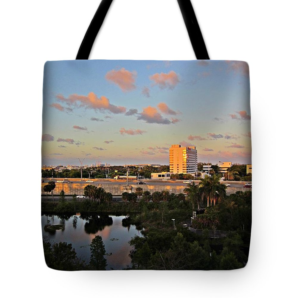 Fort Lauderdale Florida Tote Bag featuring the photograph Fort Lauderdale Scene by MTBobbins Photography