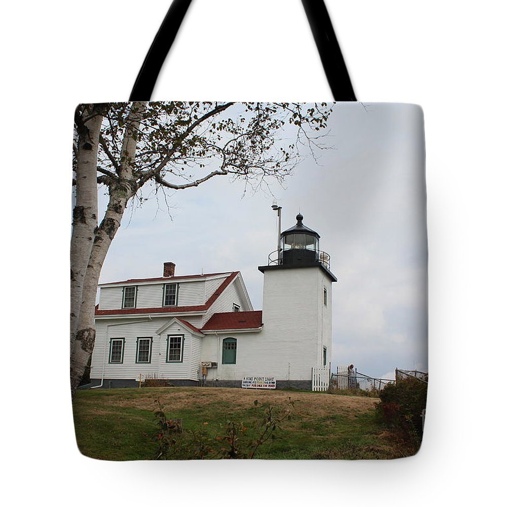 Lighthouse Tote Bag featuring the photograph Fort Point Lighthouse 9239 by Joseph Marquis