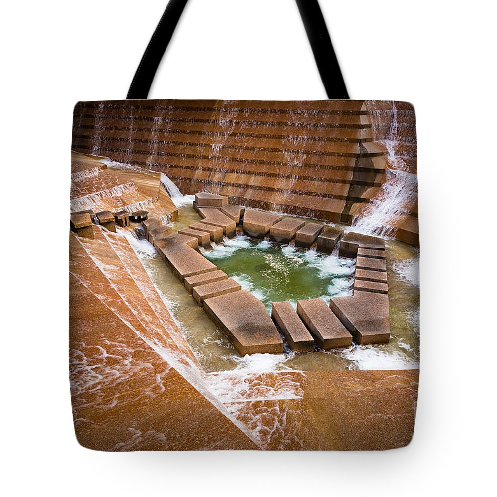 America Tote Bag featuring the photograph Fort Worth Water Gardens by Inge Johnsson