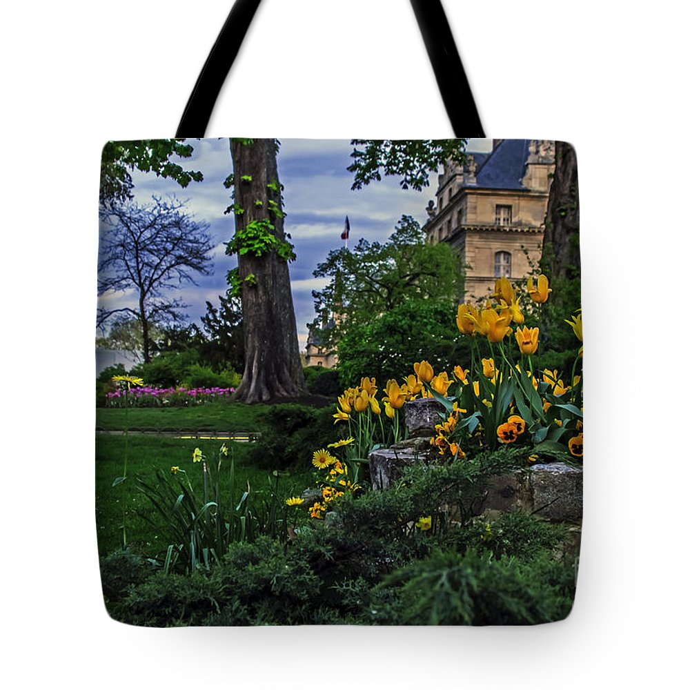 Travel Tote Bag featuring the photograph Sunset At Garden Of Les Invalides by Elvis Vaughn