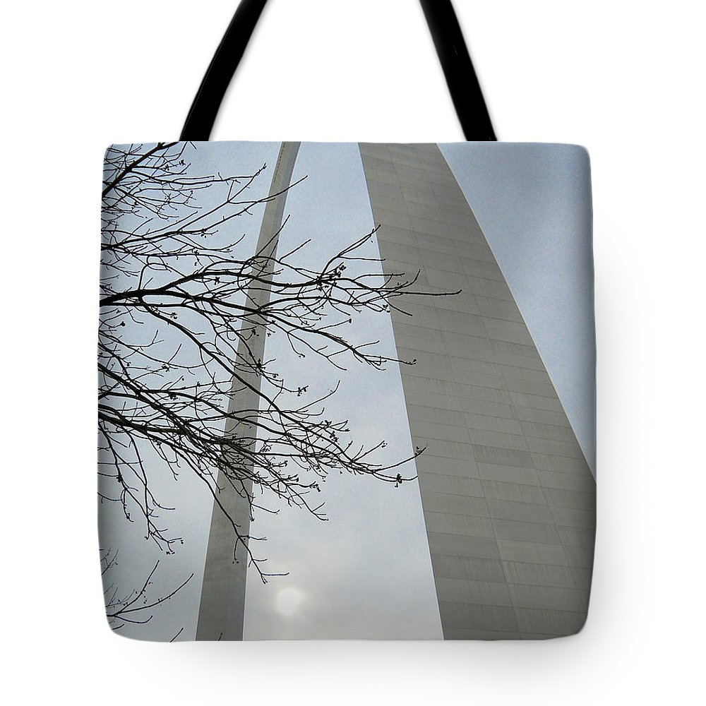 Gateway Arch Tote Bag featuring the photograph Gateway Arch In Spring by Wendy Raatz Photography
