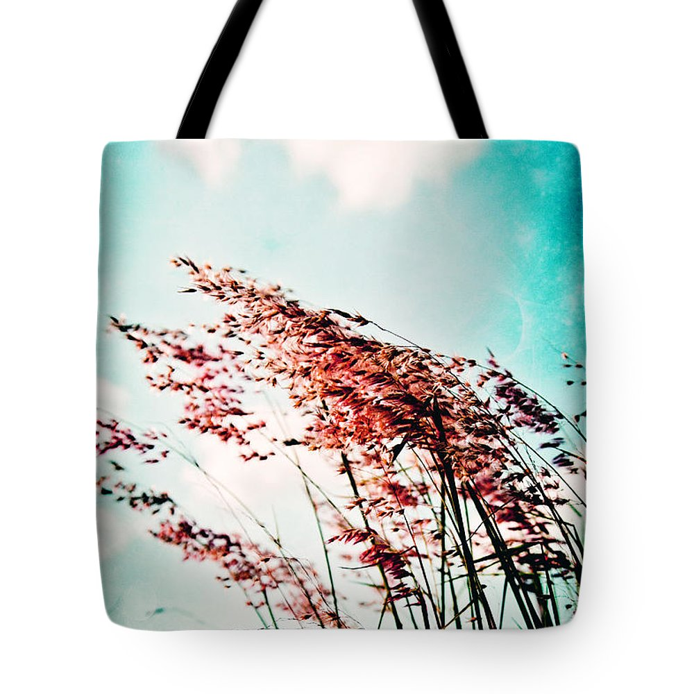 Grass Tote Bag featuring the photograph Gentle Breeze 2 by Scott Pellegrin