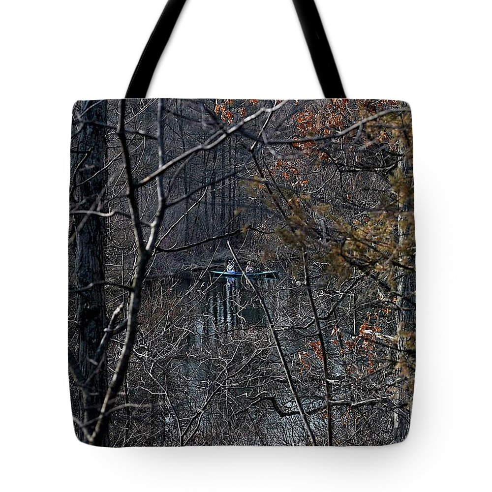 Burke Lake Tote Bag featuring the photograph Getting In by Joseph Yarbrough