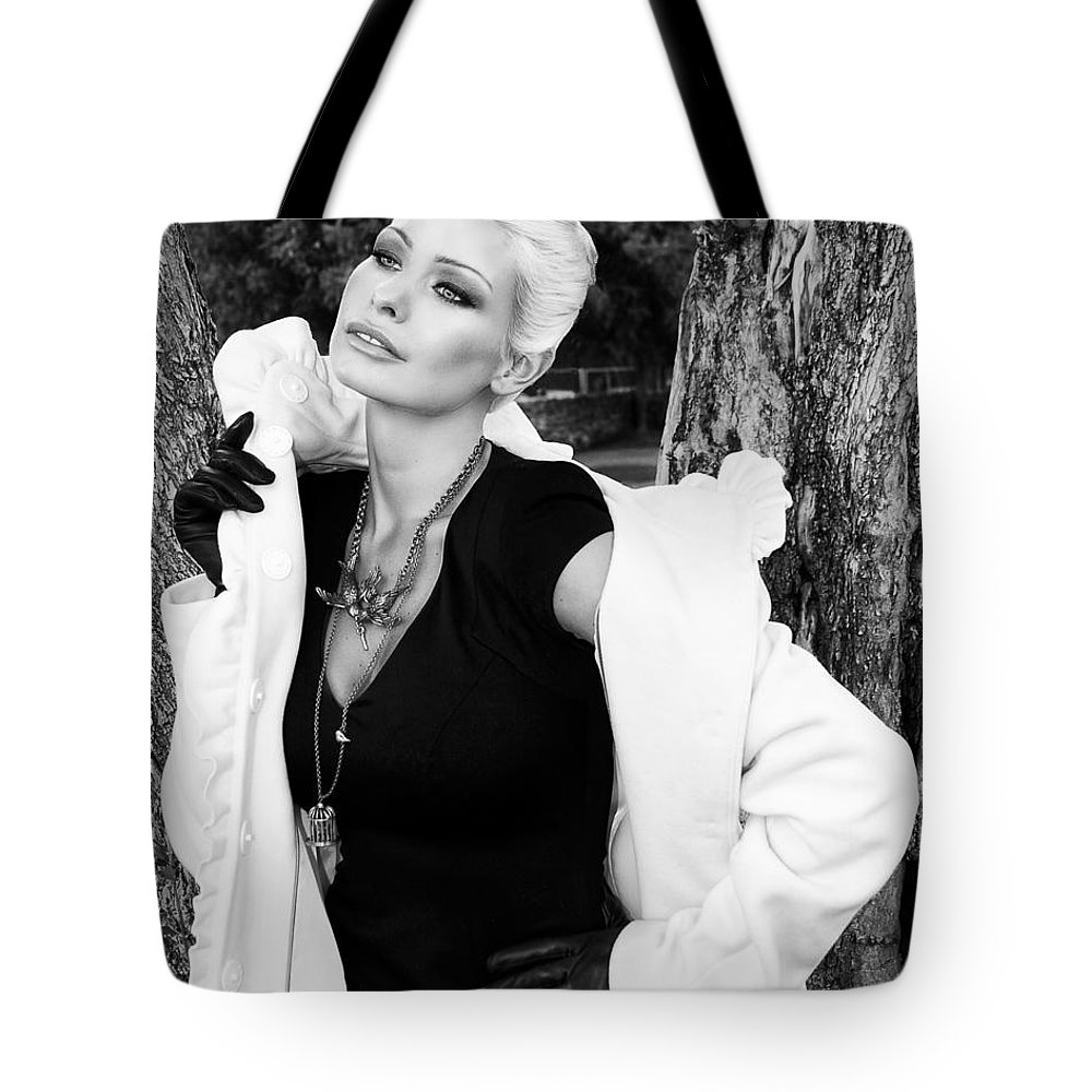 Blonde Tote Bag featuring the photograph Glamour Bw Palm Springs by William Dey