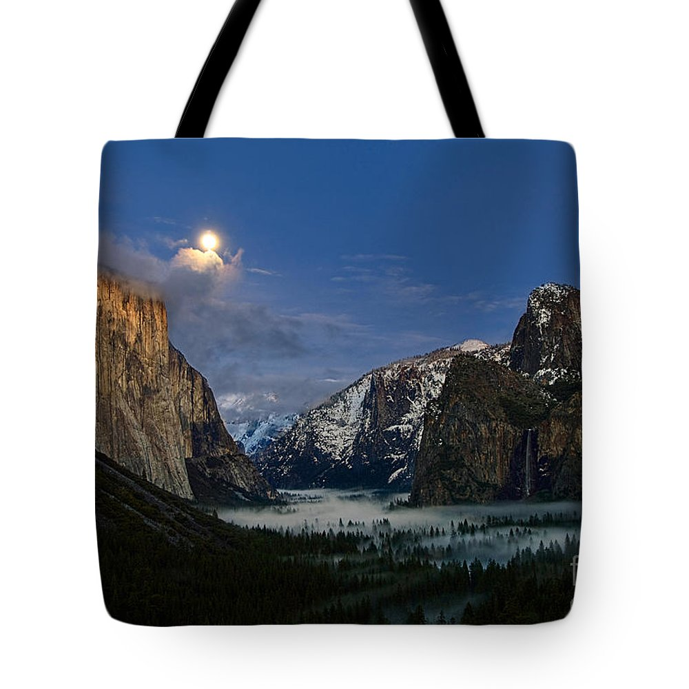 Moonrise Tote Bag featuring the photograph Glow - Moonrise Over Yosemite National Park. by Jamie Pham