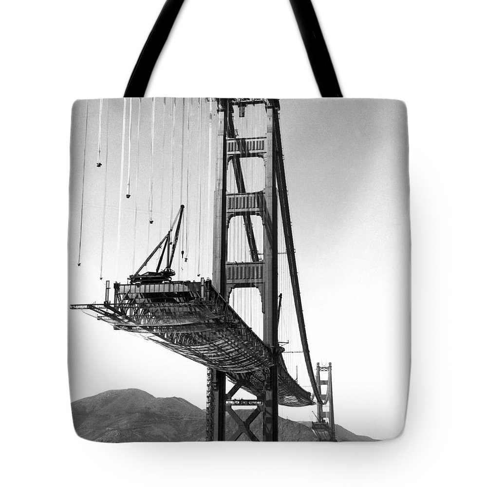B And W Tote Bag featuring the photograph Golden Gate Bridge Work by Underwood Archives