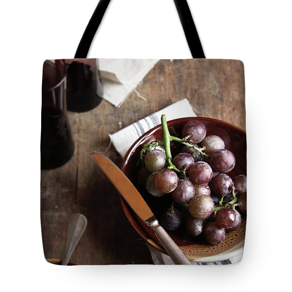 Spoon Tote Bag featuring the photograph Grape by 200