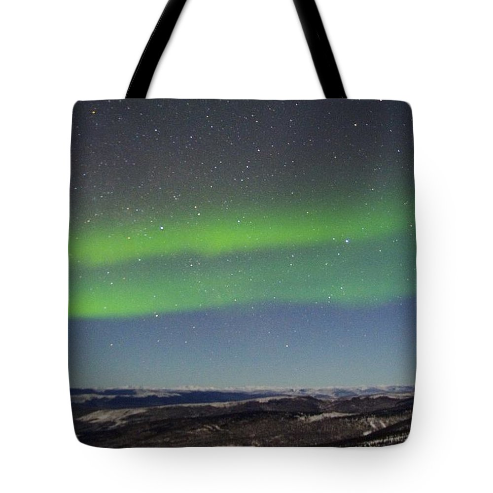 Alaska Aurora Borealis Tote Bag featuring the photograph Green Lady Dancing 10 by Phyllis Spoor
