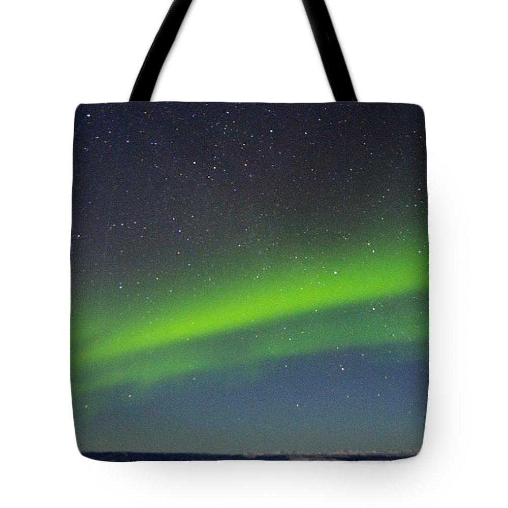 Alaska Aurora Borealis Tote Bag featuring the photograph Green Lady Dancing 15 by Phyllis Spoor