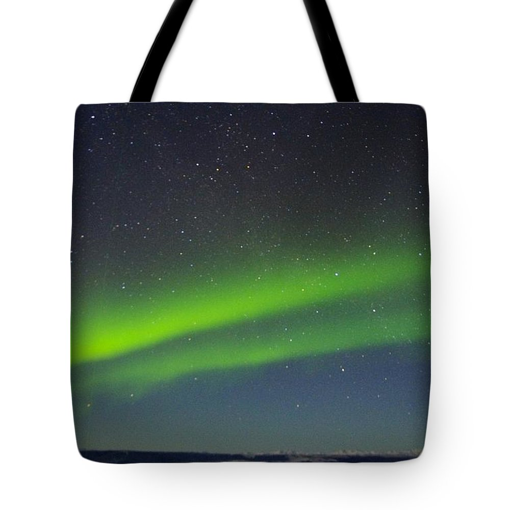 Alaska Aurora Borealis Tote Bag featuring the photograph Green Lady Dancing 16 by Phyllis Spoor