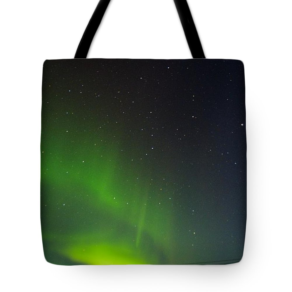 Alaska Aurora Borealis Tote Bag featuring the photograph Green Lady Dancing 29 by Phyllis Spoor