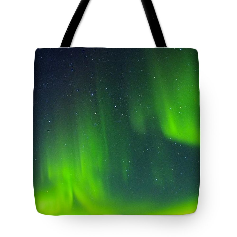 Alaska Aurora Borealis Tote Bag featuring the photograph Green Lady Dancing 30 by Phyllis Spoor