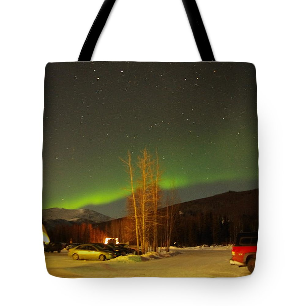 Alaska Aurora Borealis Tote Bag featuring the photograph Green Lady Dancing 36 by Phyllis Spoor