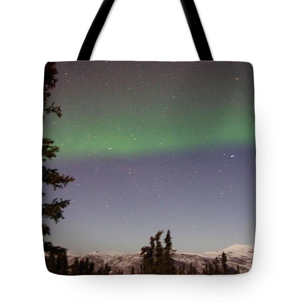Alaska Aurora Borealis Tote Bag featuring the photograph Green Lady Dancing 46 by Phyllis Spoor