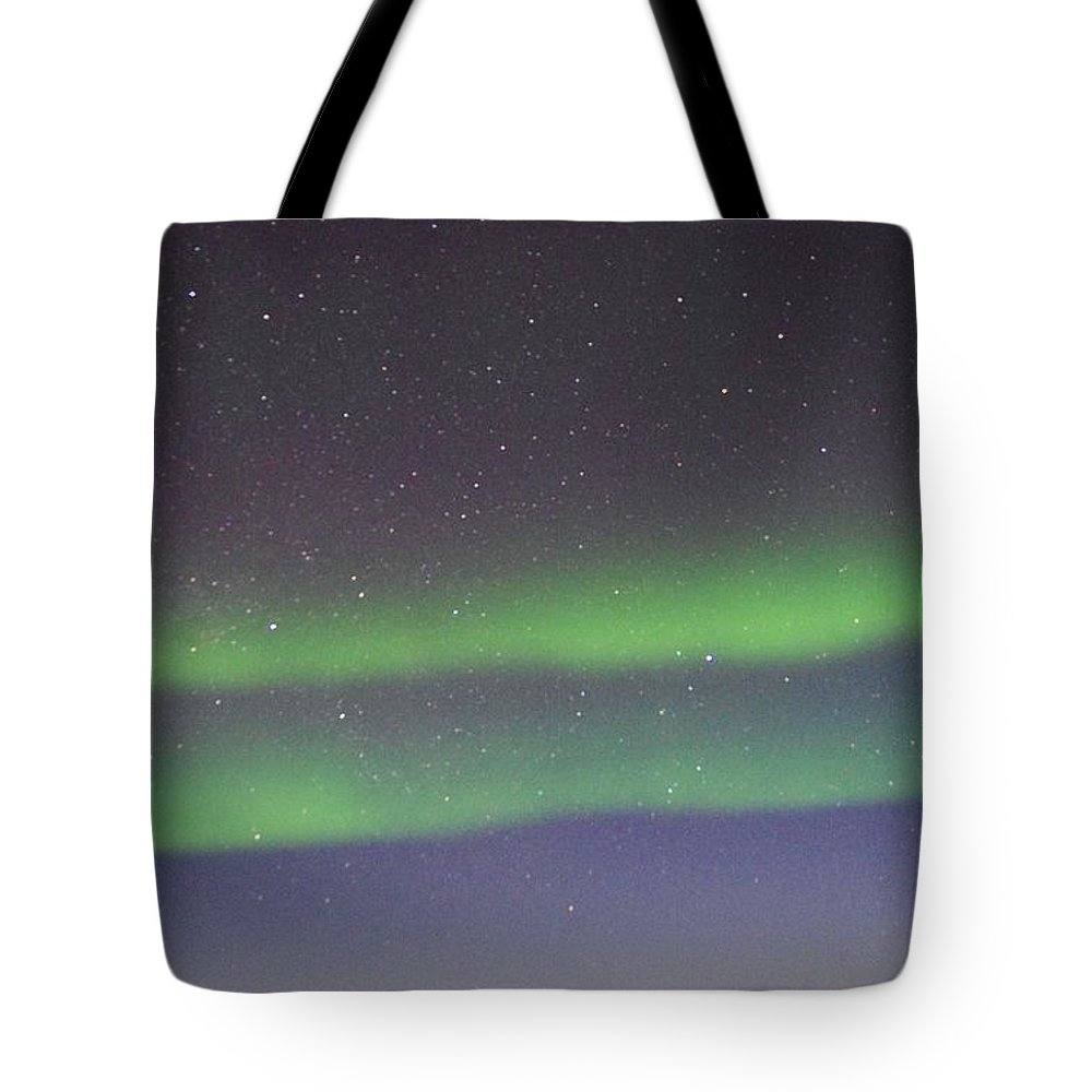 Alaska Aurora Borealis Tote Bag featuring the photograph Green Lady Dancing 9 by Phyllis Spoor