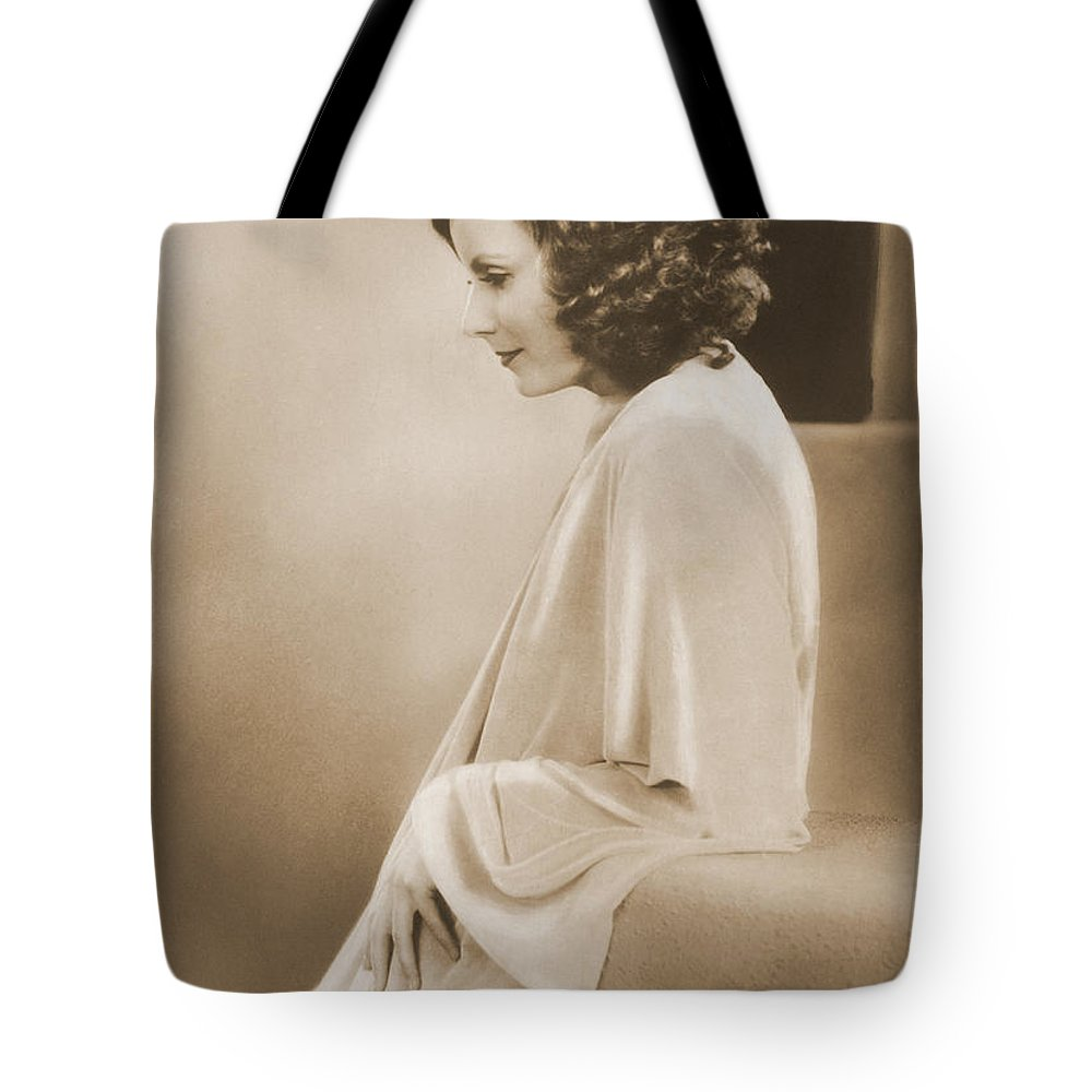 People Tote Bag featuring the photograph Greta Garbo by Photo Researchers