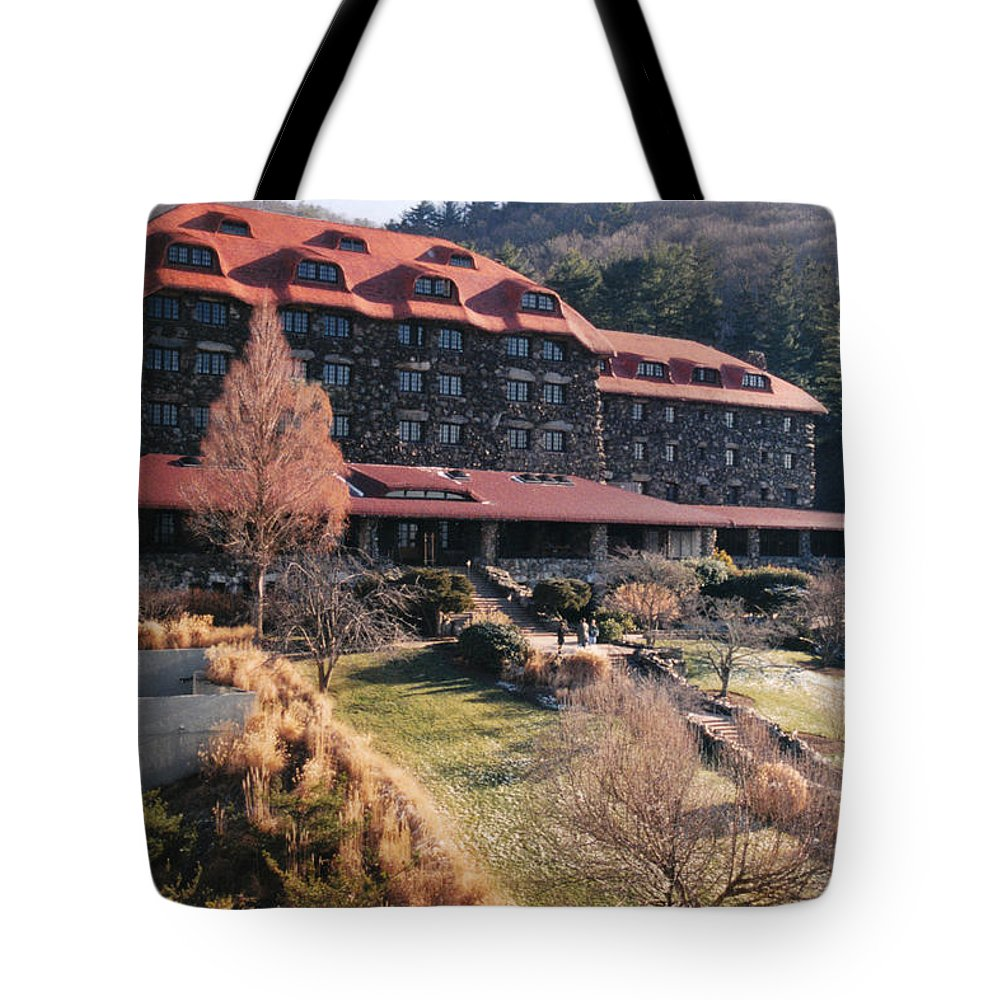 Top Tote Bag featuring the photograph Grove Park Inn In Early Winter by Paulette B Wright